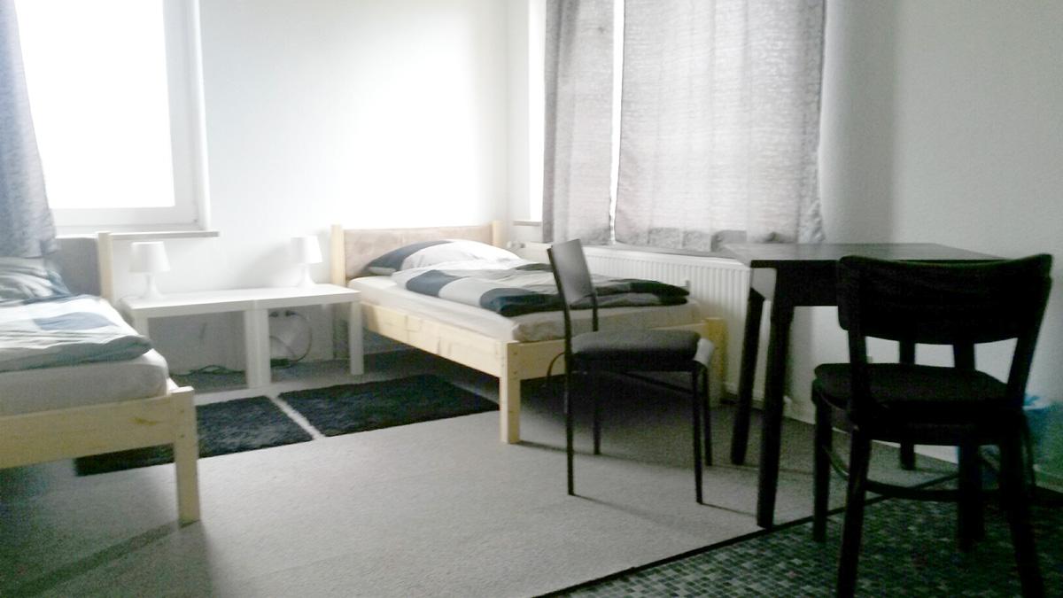 Unterkunft Hamburg Bergedorf Betten und Stühle